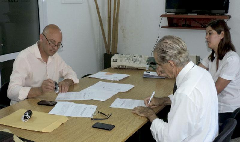 Firma de convenio entre la comuna local y la Agencia Santafesina de Seguridad Alimentaria